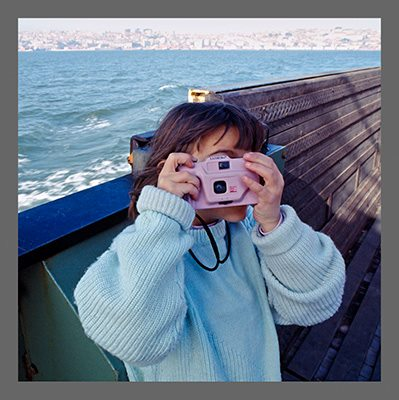 Clara with the pink camera on the Tagus river crossing